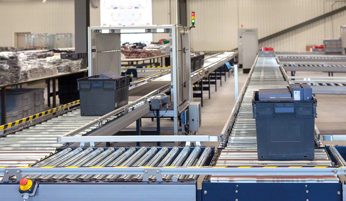 Conveyors for boxes streamline goods movements in ecommerce warehouses