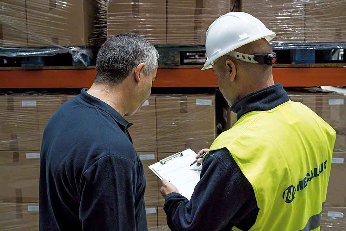 Training logistics personnel about the WMS warehouse management system