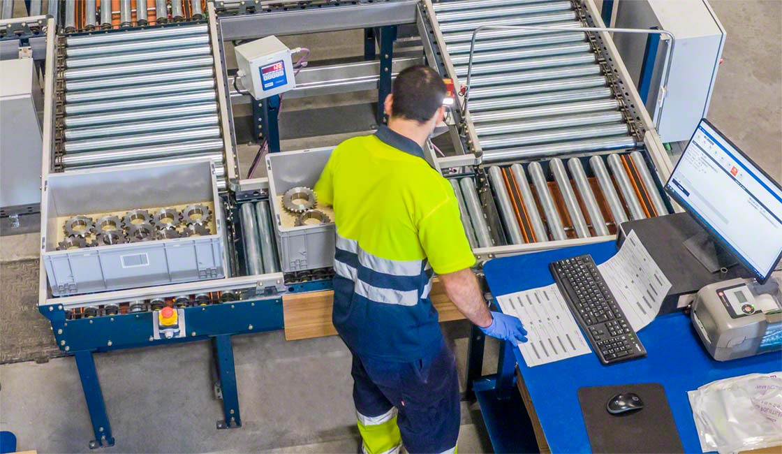 The warehouse management system guides operators during order preparation