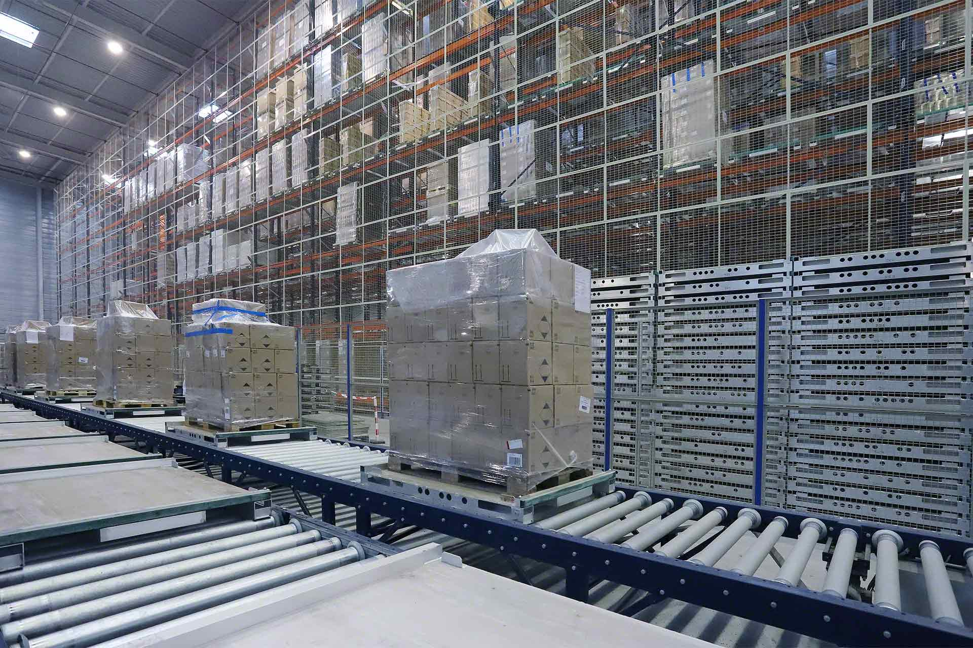 Industrial conveyors for logistics warehouses