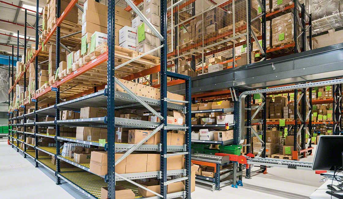 The new Alliance Healthcare logistics center has palletized safety stock on top of carton flow racks
