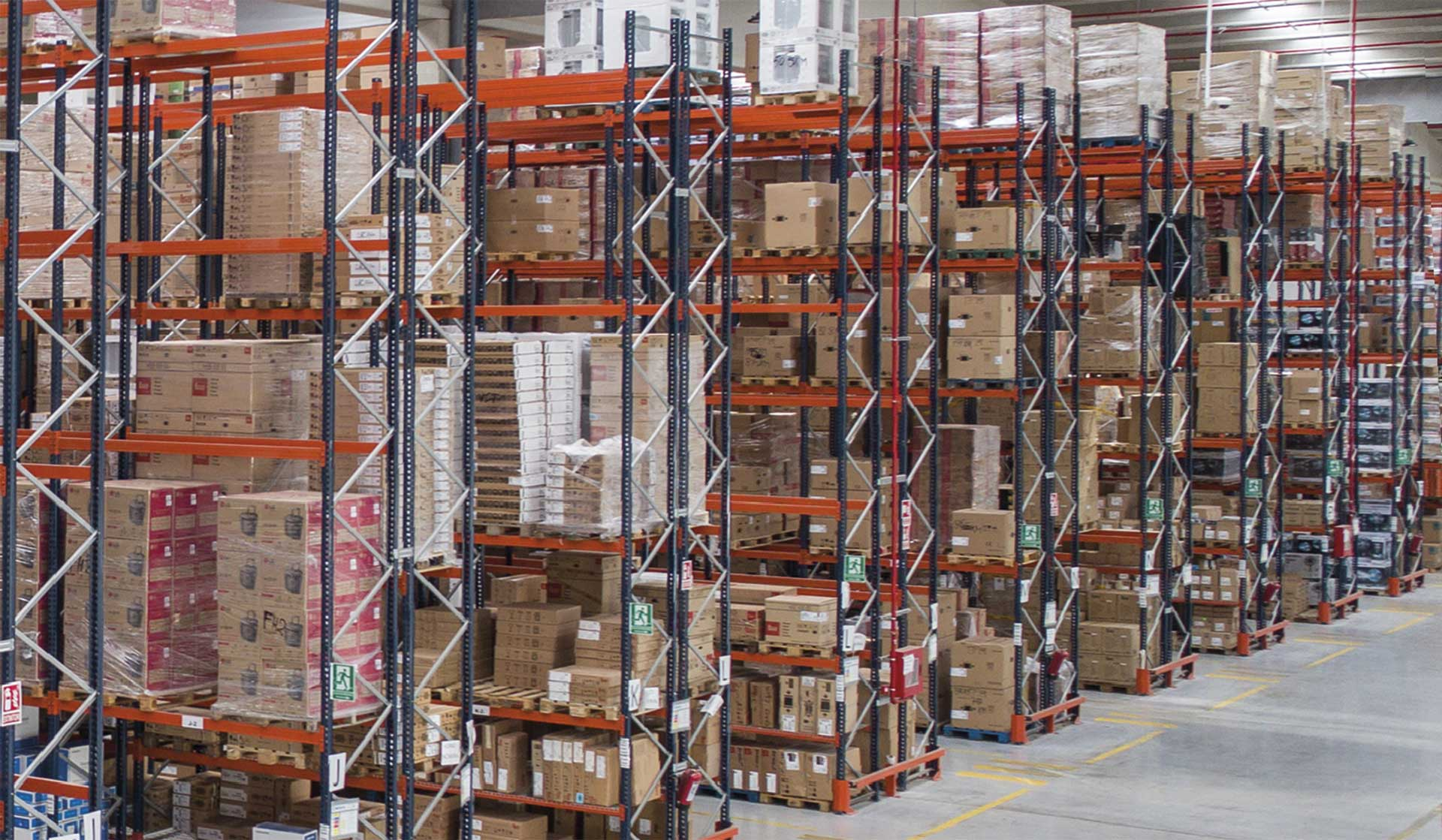 Knowing the most common logistics issues occurring in warehouses is crucial for having an efficient supply chain