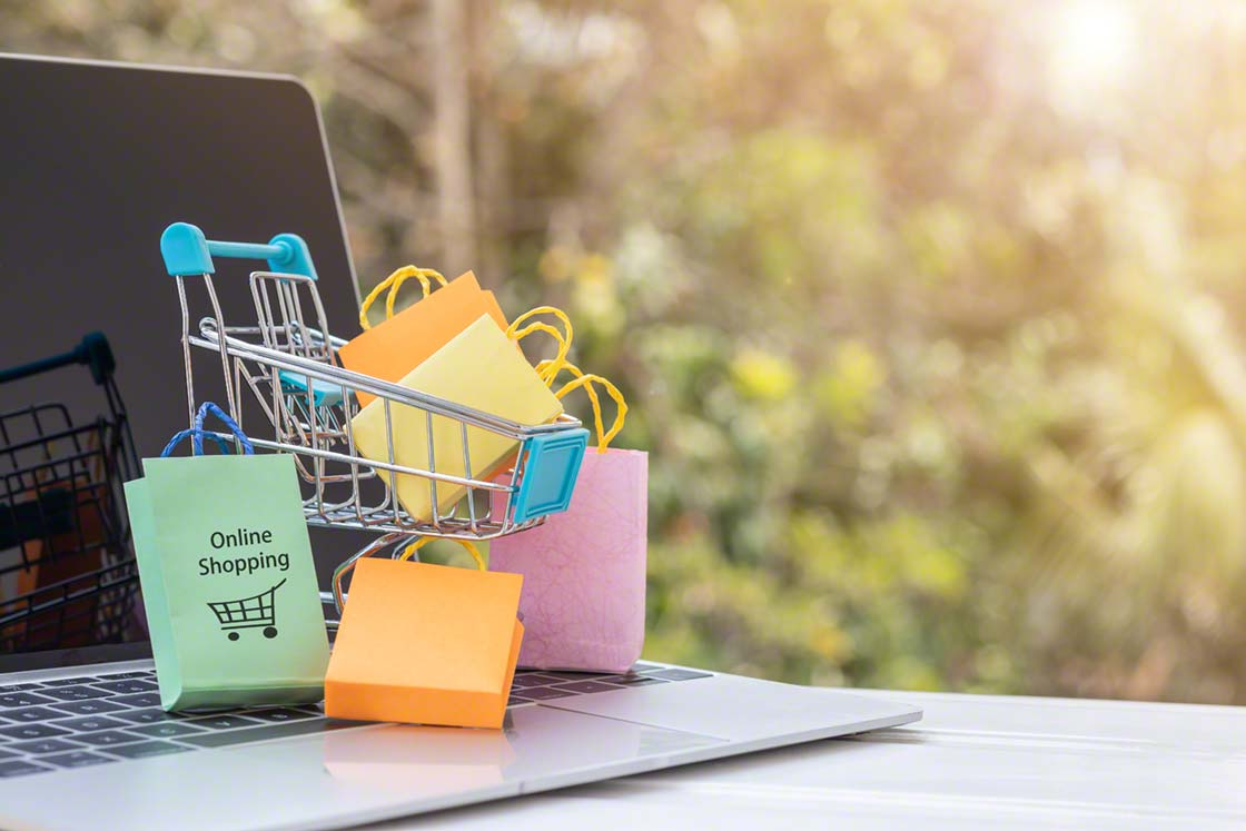 A WMS optimizes the management and preparation of quick commerce orders