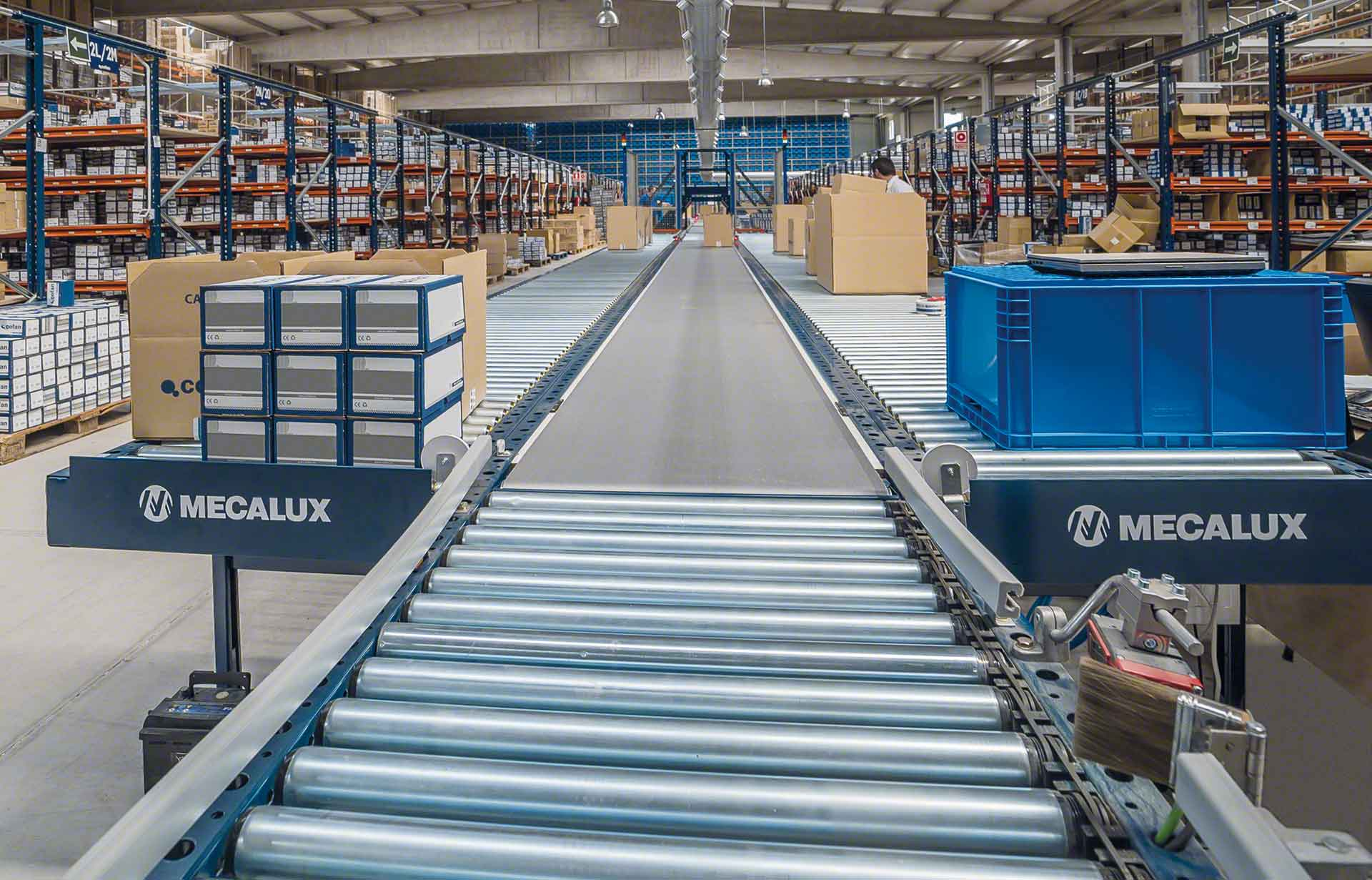Roller conveyor integrated as part of the warehouse operations
