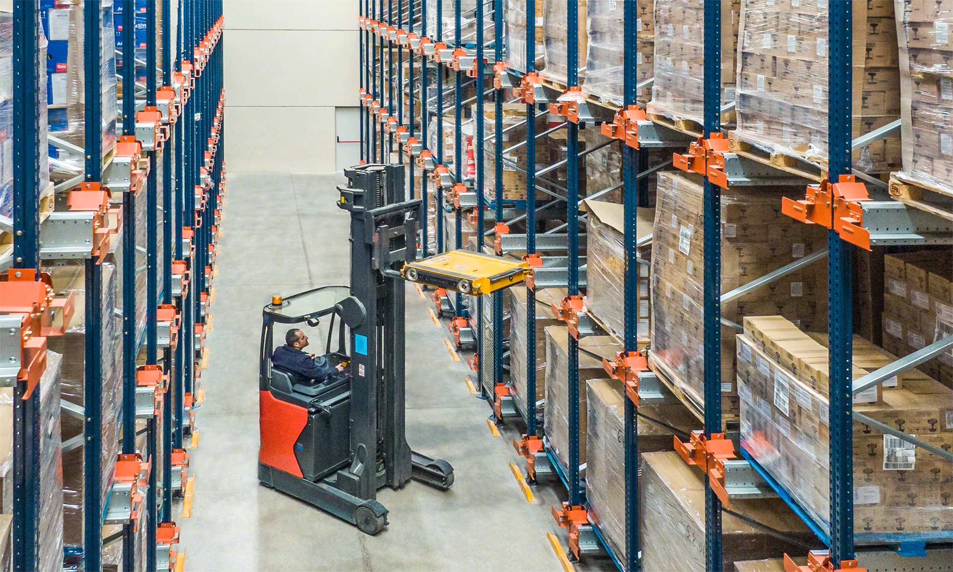 A semi-automated warehouse benefits from the features offered by the Pallet Shuttle system