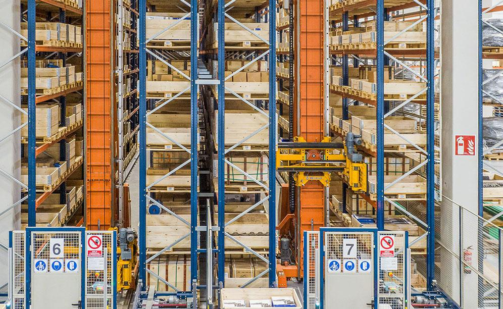 Automated warehouse for pallets at Industrias Yuk's centre