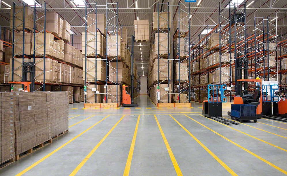Decathlon warehouse in Poland with selective pallet racks and picking shelves