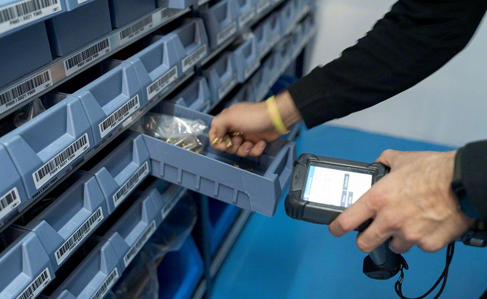 Easy WMS controls the exact location of the 2800 SKUs stored