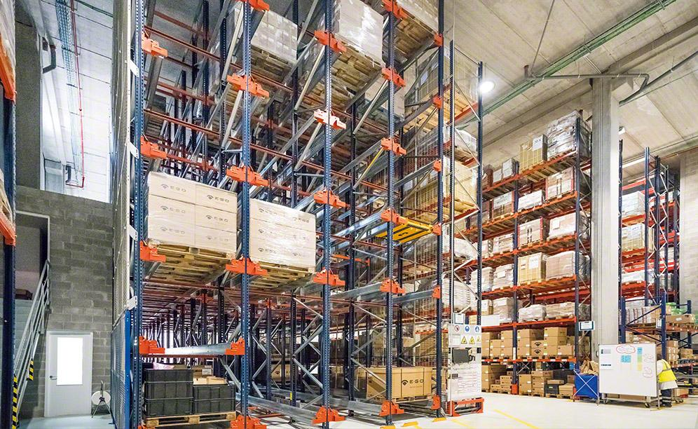 Interlake Mecalux equipped the facility with the high-density Pallet Shuttle system, two blocks of Movirack mobile racks and pallet racking