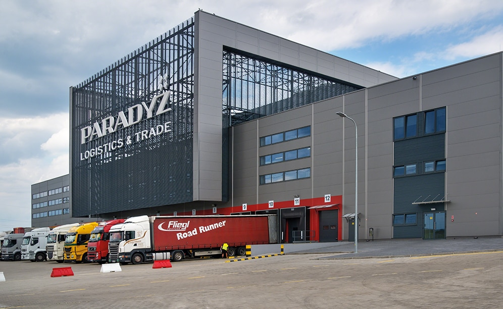 Mecalux has designed Ceramika Paradyż an automated clad-rack warehouse with a capacity for more than 20,200 pallets