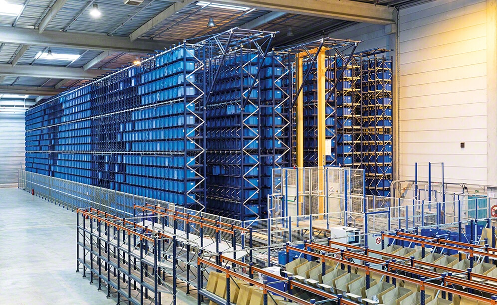 The miniload AS/RS for boxes comprises three aisles with double-depth racks on both sides that measure 141' long, 29' high and have 15 levels