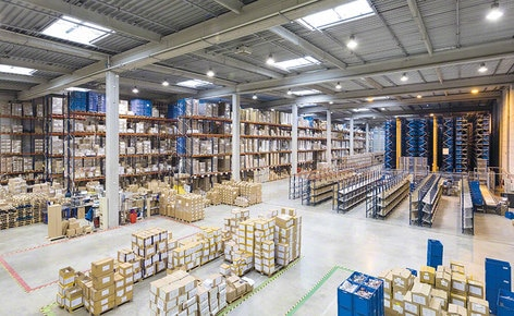 The installation supplied by Interlake Mecalux consists of an AS/RS for boxes, selective pallet racking and racks with put-to-light devices