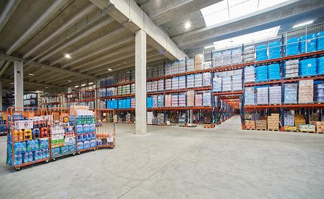 The warehouse of the Italian company Centro 3A SPA, equipped with Interlake Mecalux selective pallet racks, has capacity for 7,826 pallets