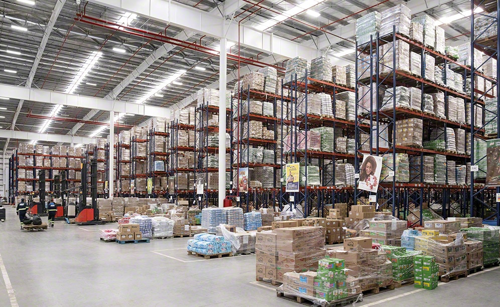 Interlake Mecalux has equipped the new Unilever distribution center in Uruguay with both single and double-deep pallet racking