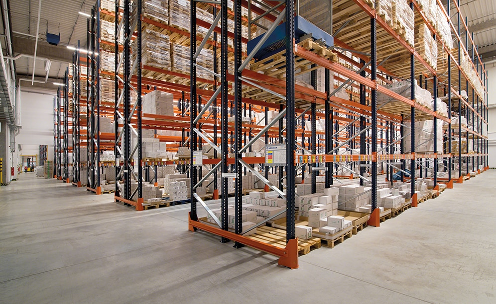 Interlake Mecalux has installed standard pallet racking, which offers direct access to the goods and has a storage capacity of 10,906 pallets