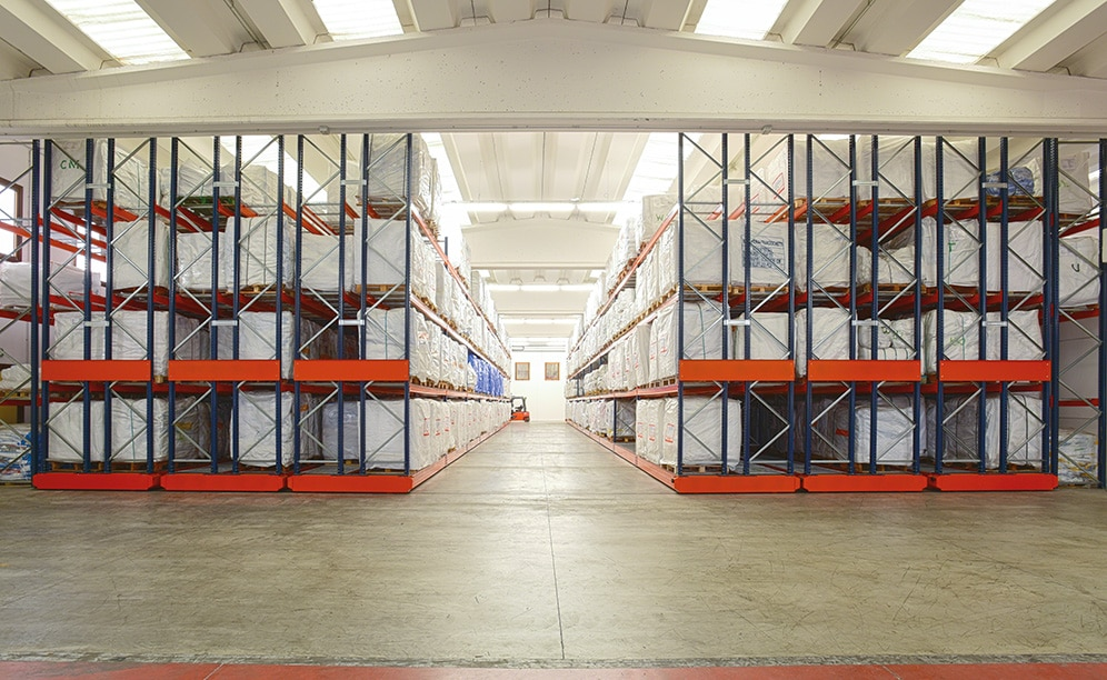 Saccheria Franceschetti, the Italian sack and big-bag manufacturer, expands its storage capacity with the installation of Movirack mobile racking