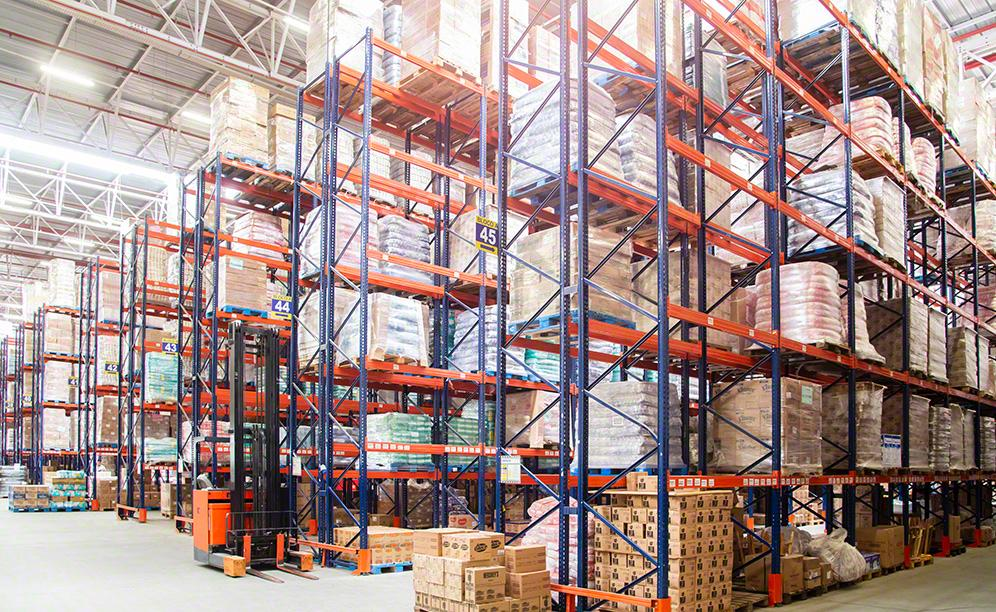 The pallet racks from Interlake Mecalux are 29.5' high