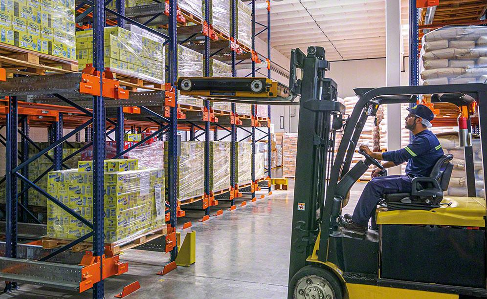 The Nestlé motorised shuttle inserts and removes pallets from their slots