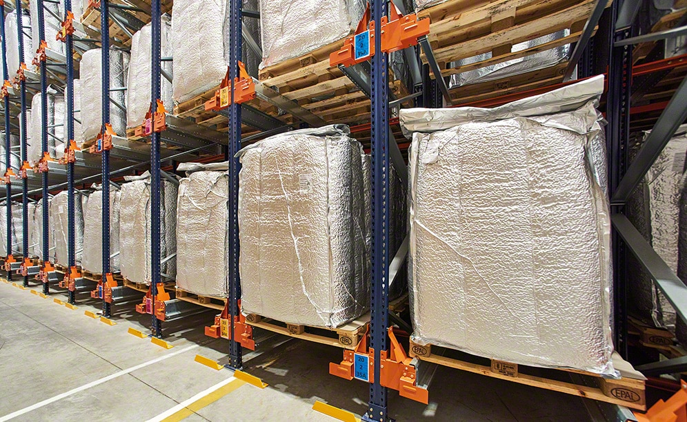 The new warehouse of the port logistics services operator Katoen Natie in Italy
