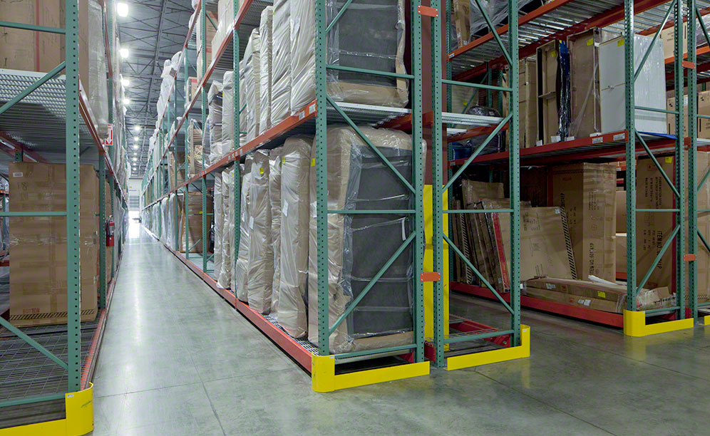 "Interlake Mecalux decided to install selective pallet racks with 7,656 pallet positions and 22' high by 42"" deep frames"