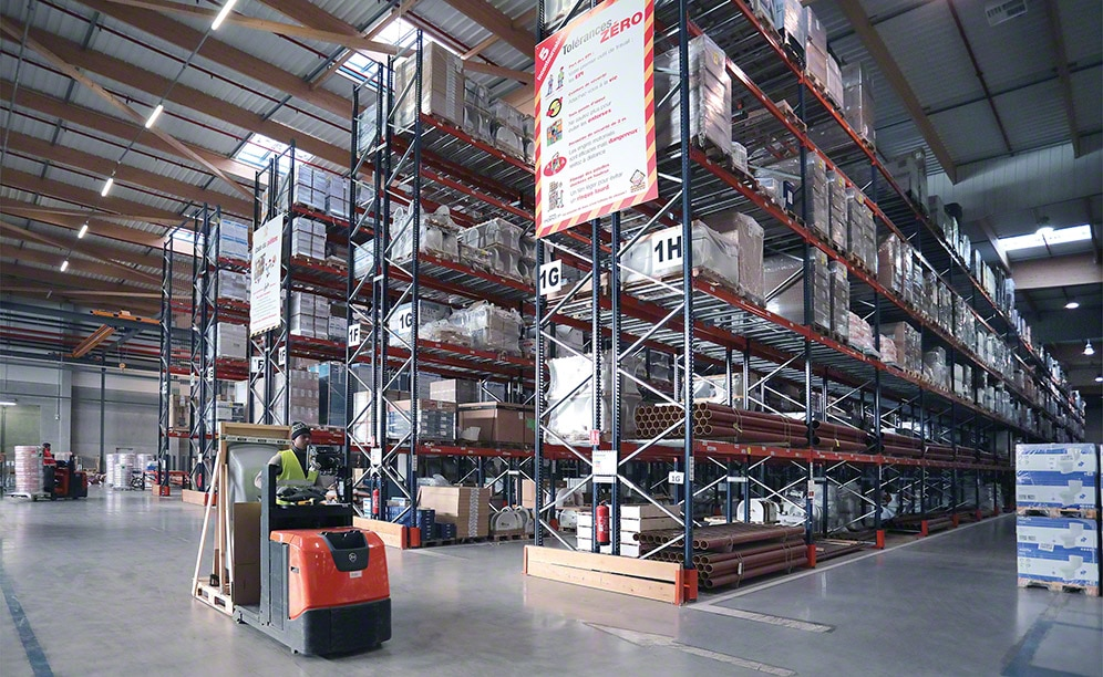 Saint-Gobain warehouses use the available space intelligently, making the most of each square metre with operations that contribute to better installation throughput