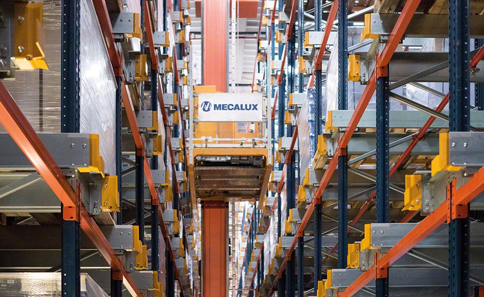 A robotized warehouse means high productivity at Clairefontaine in France