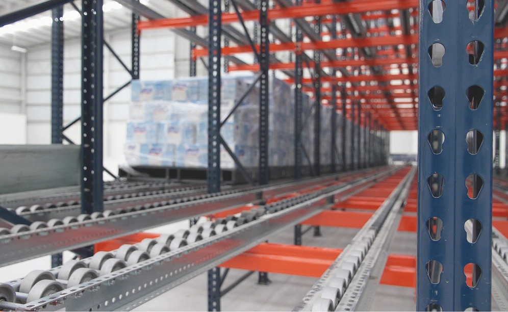 Flow racks with rollers in MIYM's warehouses in Mexico