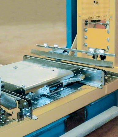Compact storage system with the Pallet Shuttle