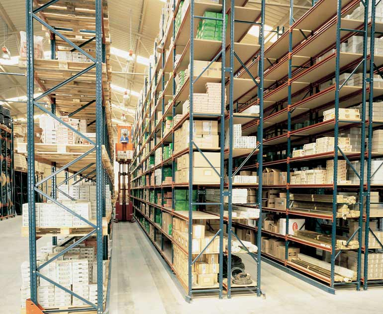Warehouse for loose boxes on racking units with order pickers.