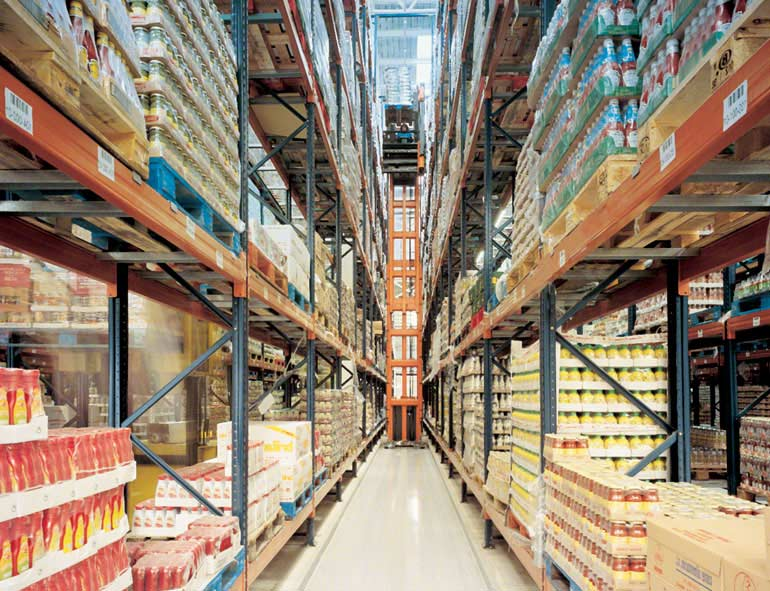 Warehouse for high level pallet picking.