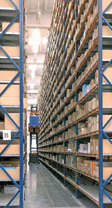 Example of a warehouse with narrow aisles