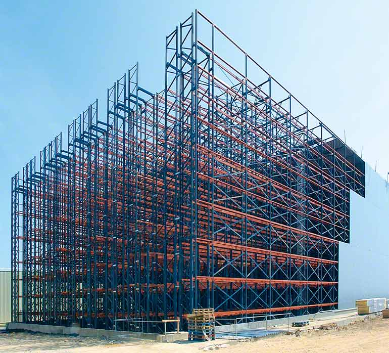 In rack-supported installations, the racks form the structure of the building itself.