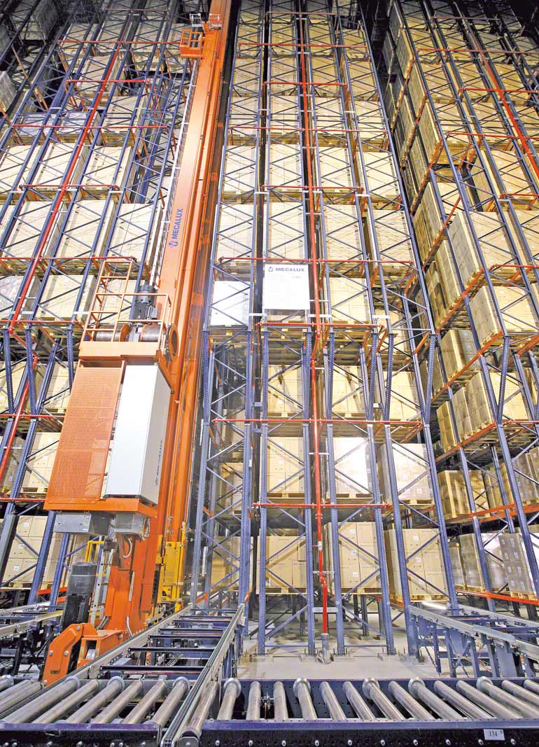 Rack-supported warehouse for the pharmaceutical sector