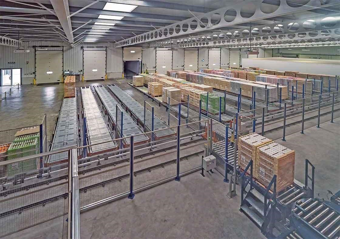 The Dafsa warehouse in Spain has installed a conveyor circuit that aids in the reception of goods.