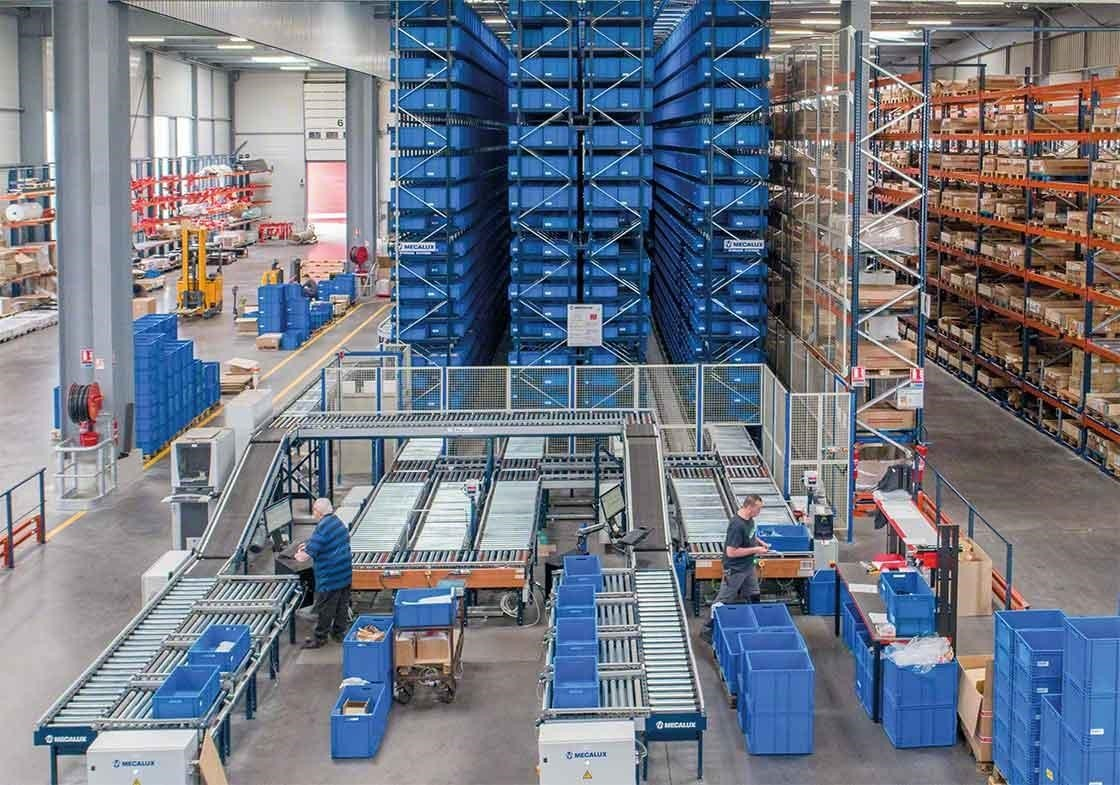 The AS/RS stacker cranes for boxes follow the product-to-person method and enable the automation of pick phase dedicated to pick routes and movements.