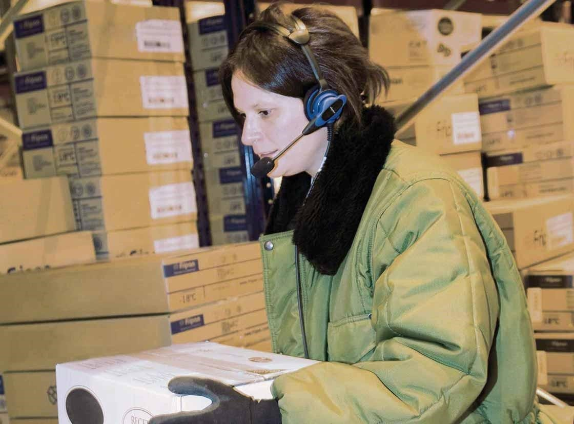 An operator performs order picking tasks with a voice picking system