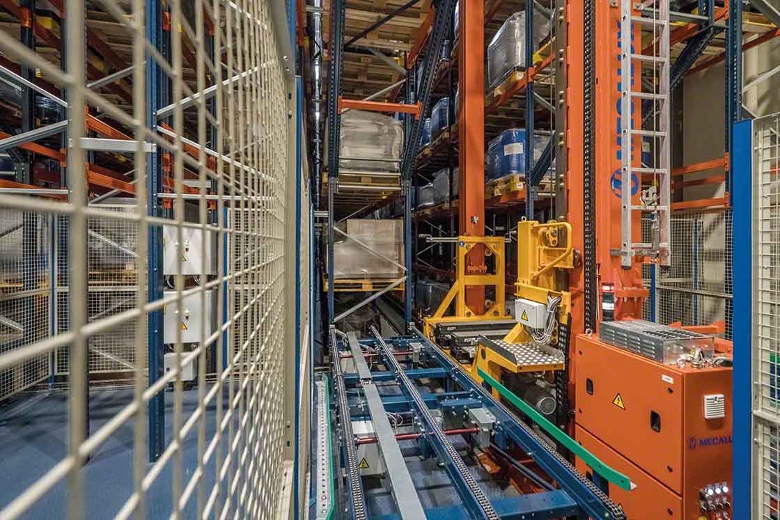 Stacker cranes extract the goods from the racks and transport them, automating picking