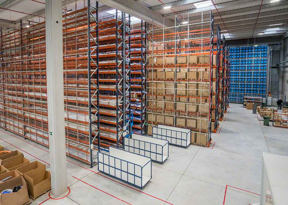 Overstock produced by the bullwhip effect can jeopardize an installation's storage capacity