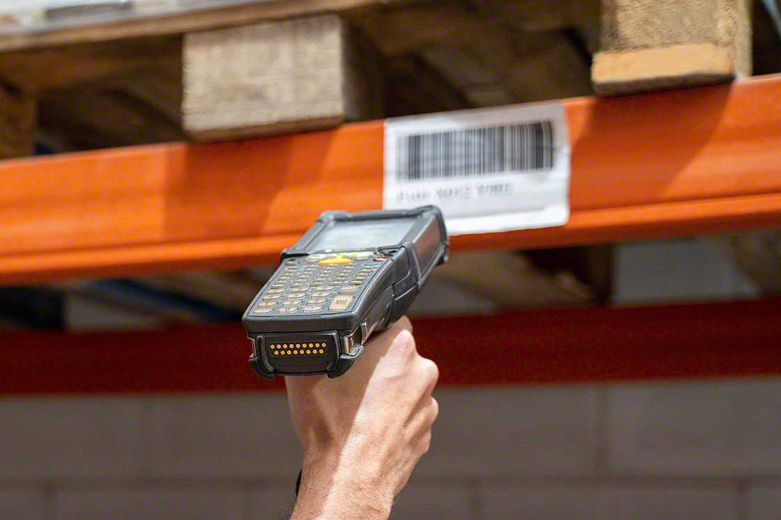 Radiofrequency terminals are used to take inventory in warehouses
