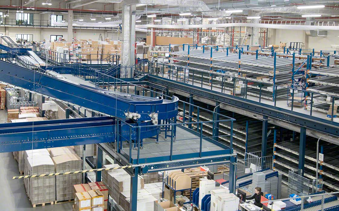 Many e-commerce warehouses implement omnichannel strategies in their processes