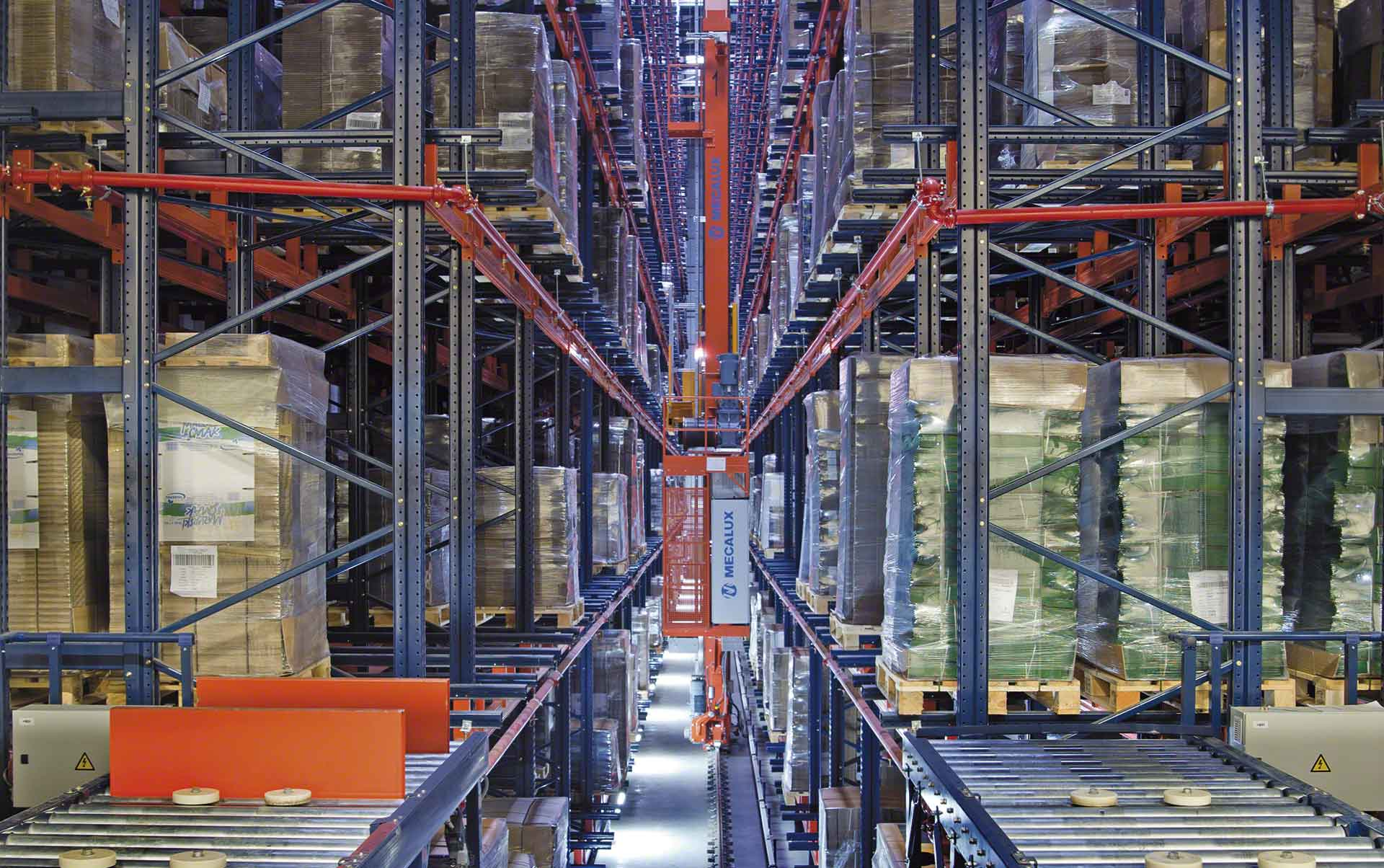 Easy WMS, the warehouse management system by Interlake Mecalux, runs WOK's installation