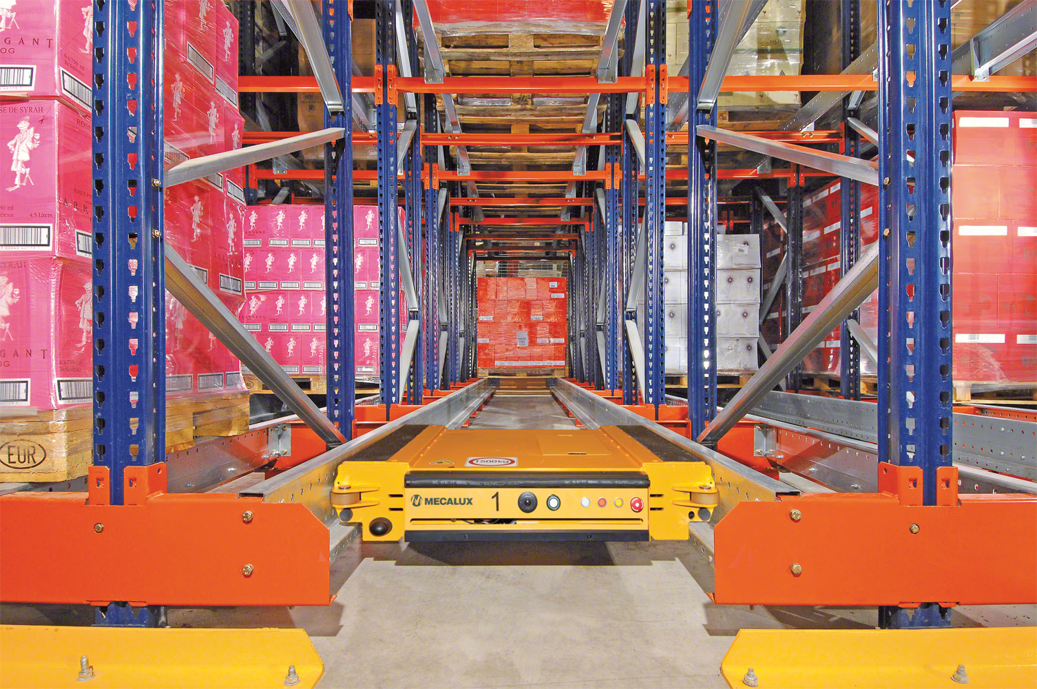 Pallet Shuttle in motion to perform an unloading operation