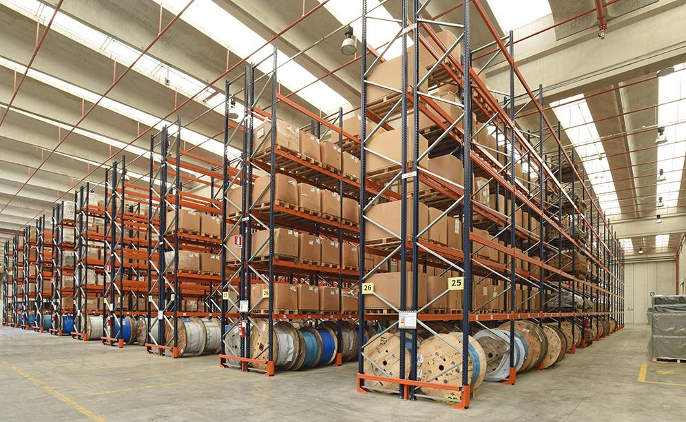 Mecalux supplied pallet racking that offers a storage capacity of more than 20,200 pallets