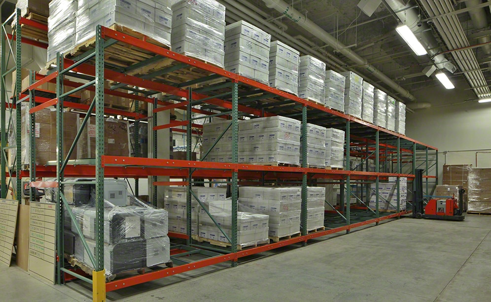 Push-back racking was the solution adopted at the College of DuPage installation