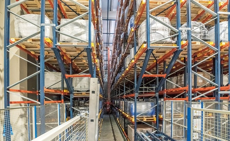 Interlake Mecalux has built an automated warehouse for the chemical company Trumpler, consisting of two double aisles with double-depth racks on both sides